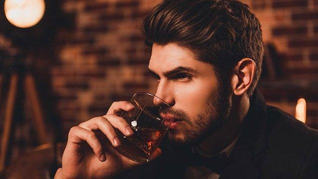 """5. """"Viski içiyorum çünkü kaliteli yaşamayı seviyorum"""" mesajı vermek için yırtınanlar"""
