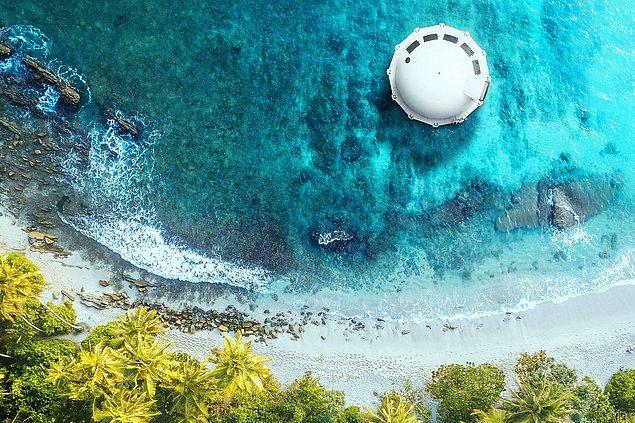 Suyun üzerine inmiş bir ufo gibi gözüken bu araç, tamamen geri dönüştürülebilen malzemelerden üretildi.