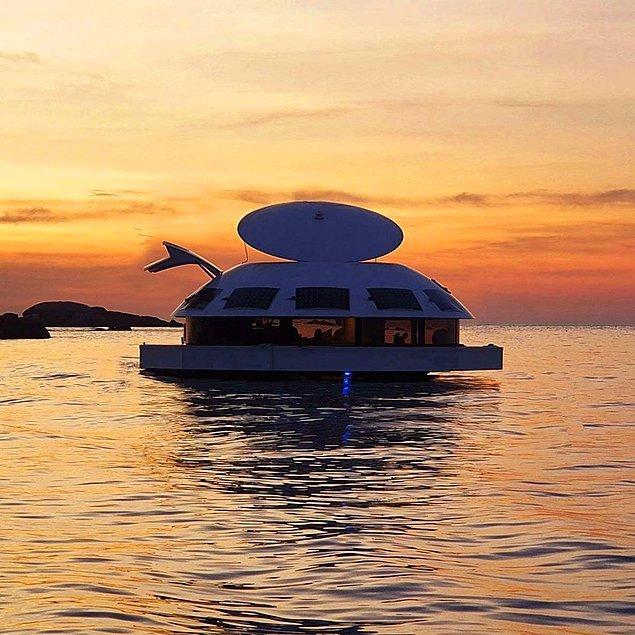 Ziyaretçilerini denizle bir araya getiren Anthenea doğa ve insan etkileşimi düşünülerek tasarlandı.
