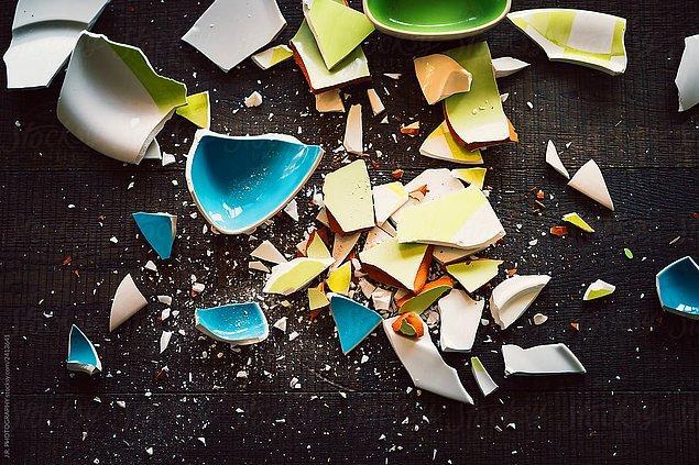 19. Danimarka'da yıl boyunca kırılan porselenler saklanır ve yıl sonunda aile içinde en çok porseleni kırılanın zengin olacağına inanılır.