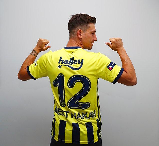 """Videonun başındaki """"Fenerbahçe bir oyuncuya talip olursa o oyuncu mutlaka çubuklu formayı giyecektir"""" sözü bu transfer için yarıştıkları Galatasaray'a bir gönderme olarak yorumlandı."""