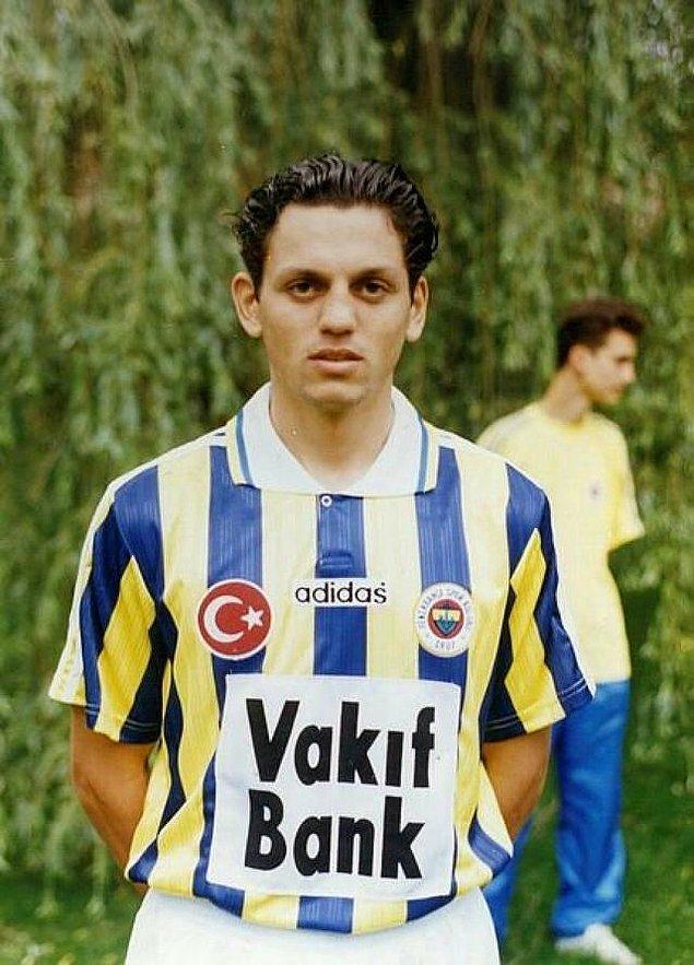 Fenerbahçe'de 1995-1999 yılları arasında forma giyen ve 136 maçta 11 gol attıktan sonra kariyerine başka takımlarda devam eden Erol Bulut'un sarı-lacivertli takımın başına bu sefer teknik direktör olarak döndüğü belirtilerek;