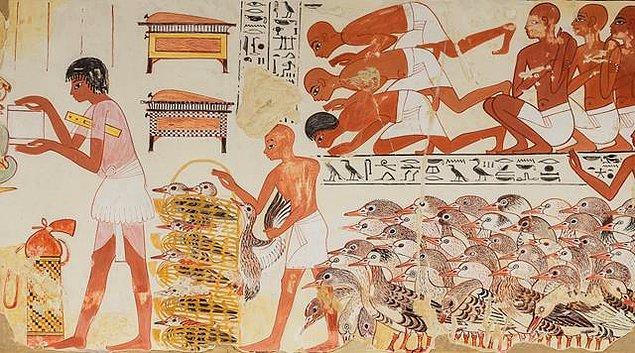 Firavunlar öldükleri zaman onların hizmetçileri de öldürülüp, Firavunlarla beraber gömerlerdi.