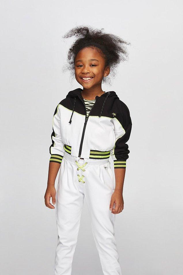 12. Genç kız anneleri bilir, bazı kızlar her şeyi giymez. Şöyle havalı bir eşofman takımı olsun ama çok pahalı da olmasın diyenler için önerim bu. %50 indirimde şu anda!