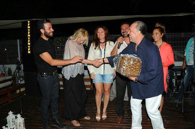 Fatih Erkoç da mini bir konser vererek festivale destek olan isimler arasında.