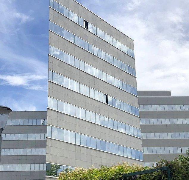 10. Düz gibi görünen bina.