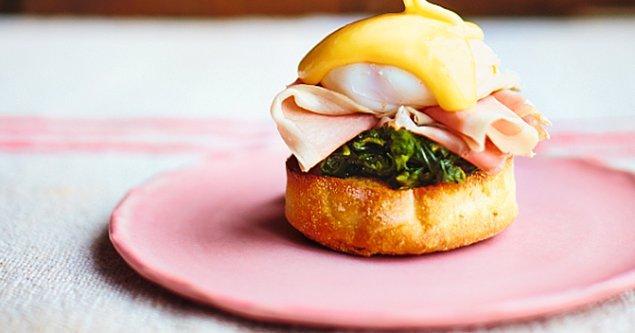 7. Egg benedict sandviç