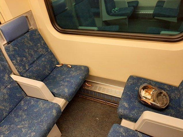 """12. """"Hadi sıradaki yolcular için kemiklerimizi buraya bırakıverelim. Çöp kutusu 10 adım ötede olmasına rağmen!"""""""