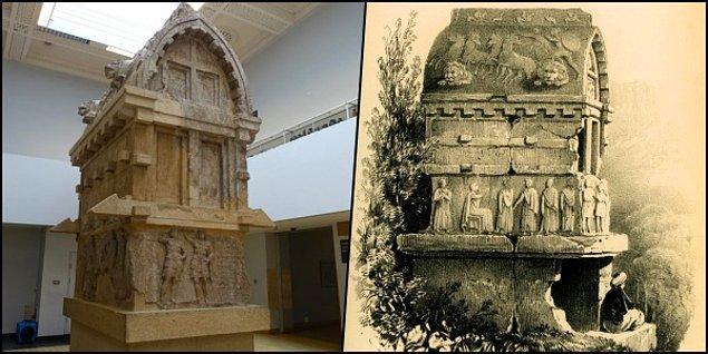 9. Soldaki fotoğrafa dikkat ederseniz ayakta duran savaş elbiseli iki kişiden soldaki Payava'nın kendisidir ve bu sahne onun taç giymesini anlatır.
