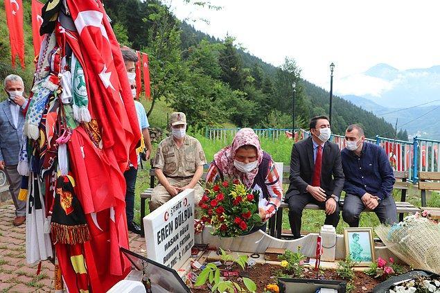 Şehit Eren Bülbül için ölümünün 3'üncü yıl dönümünde mezarı başında anma programı düzenlendi