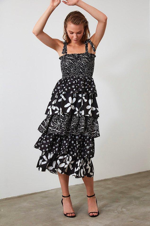 Simla gibi elbise delisiyseniz, onun seçimlerine de bayılacaksınız. Fotoğraftaki Simla'nın favorilerinden biri.