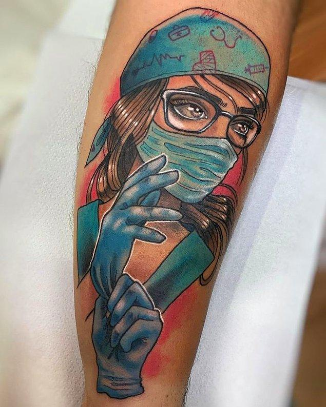 1. Yaptığı bütün fedakarlıklar için sağlıkçı eşine sürpriz yapan adamın yaptırdığı dövme: