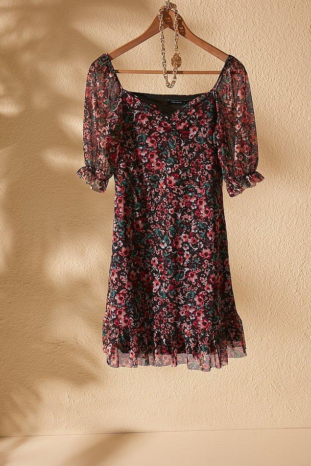 Damla'nın stili çiçekli puantiyeli elbiseler. Sever misiniz siz de? Ben puantiyeye bayılırım mesela.