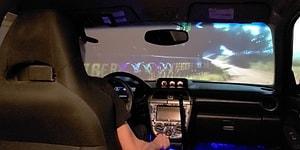 Arabalara Olan Sevgisini Oturma Odasına Yarış Simülatörü Kurarak Arşa Çıkaran Adam