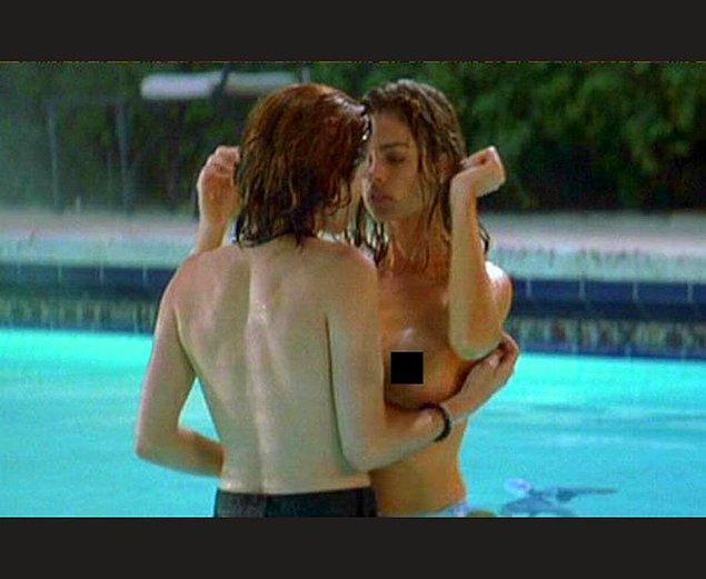 7. Kalçasına ve boynuna dokunmanız her kadının hoşuna gider...