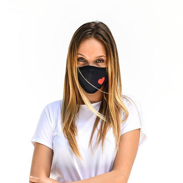 1. Evlilik dediğin aşk işi! Nedimeler olarak bu maskeyi alarak fotoğraflarınızda çok tatlı bir hatıra bırakabilirsiniz 😍