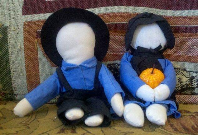 12. Amişler, bez bebeklerin yüz hatlarının olmasına izin vermezler. Gözü, ağzı veya kulağı olan oyuncaklarla oynamak yasaktır.