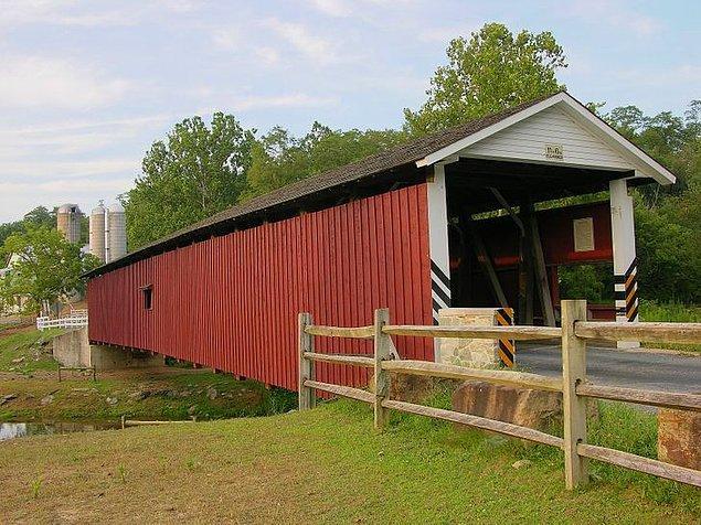 13. Amişler çok eski zamanlarda ahşap ucuz olduğu için köprüleri yağmurdan korumak ve uzun ömürlü olmalarını sağlamak amacıyla üstü kapalı köprüler inşa etmişlerdir.