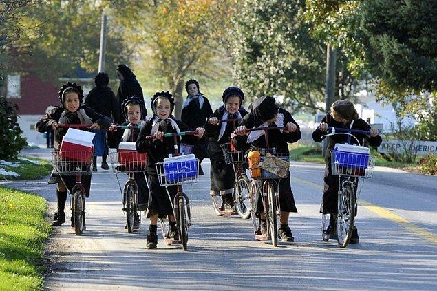 3. Amişler bisiklet kullanmazlar. Ancak scooter ile bisiklet karışımı bir ulaşım aracı kullanırlar. Bu scooter bisikletler, at arabalarından sonra en çok tercih ettikleri ikinci ulaşım aracıdır.