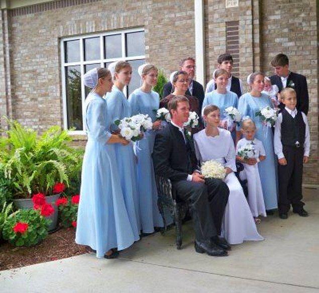 7. Düğünlerinde ise Amişler vazolara kereviz koyarlar. Bu bitki topluluğun sembolüdür.