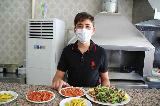 Liselere Geçiş Sınavında (LGS) 500 tam puan alan 181 öğrenciden biri olan Akif Bayam, Kayseri'nin İncesu ilçesinde lokanta işleten babasına yardım ediyor.