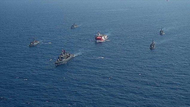 Türkiye tepkilere rağmen sismik araştırma gemilerini fırkateynlerin koruması altında Doğu Akdeniz'e gönderdi.