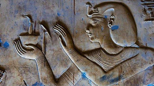 3. Kleopatra'nın özel tarifine göre ise kelliğin çözümü fare, at dişi ve ayı yağı karışımında gizliymiş.