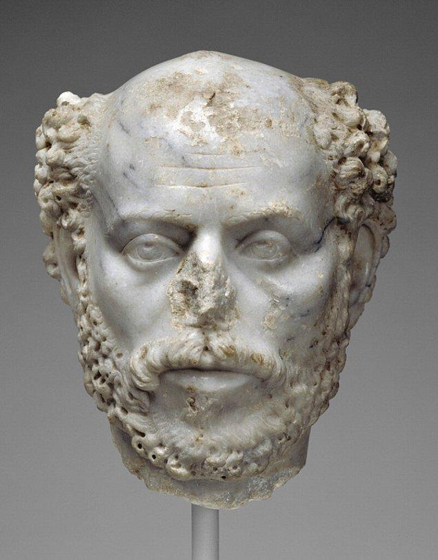 4. Roma İmparatorluğu'nda eşek cinsel organını alıp yakarak kül haline getirip sonra kişinin idrarıyla karıştırarak uygulanırmış.