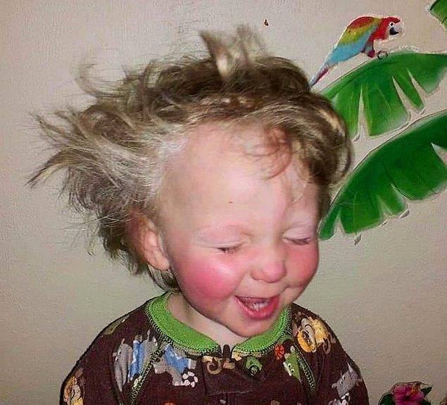 """13. """"Bu oğlumun en sevdiğim fotoğraflarından. Uykusundan bu kadar mutlu uyanıyor."""""""