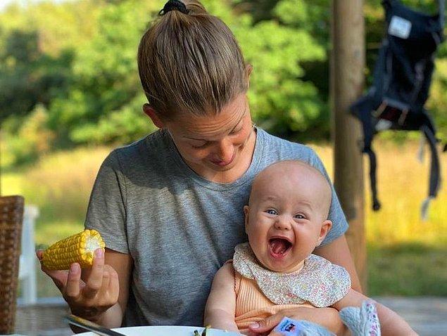 """16. """"Kızımın ilk kez haşlanmış mısır yedikten sonraki yüz ifadesi."""""""