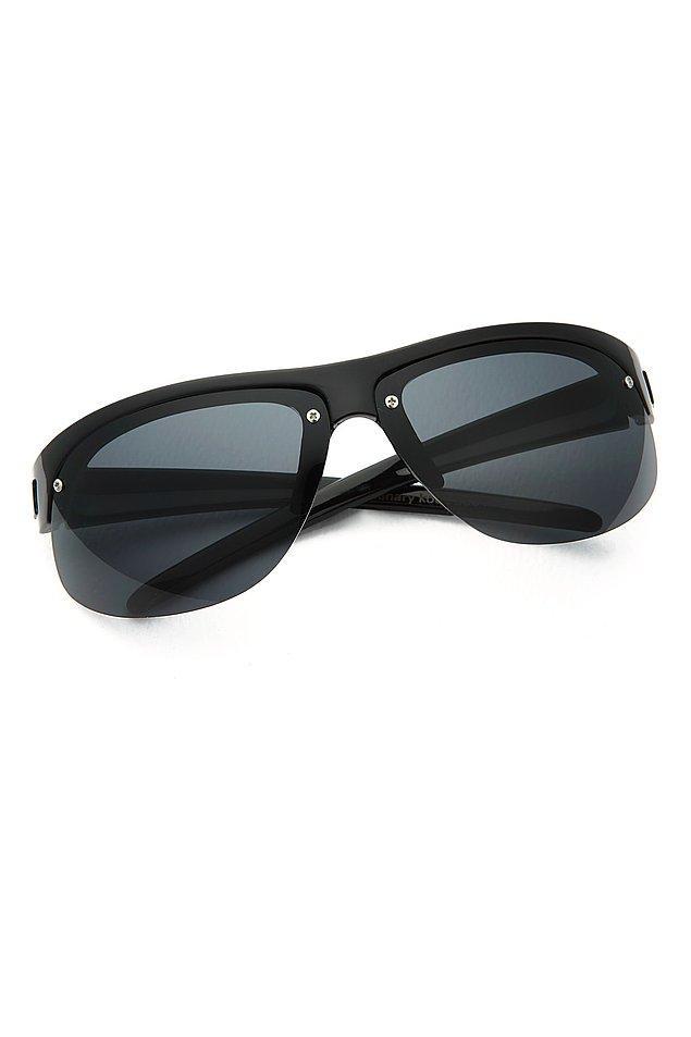 12. Bu gözlüğün fiyatı 41 TL'ye düşmüş. Üstelik aynı butikte 2.ürün sadece 1 TL!