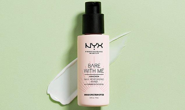 7. Kenevir tohumu yağı içeren formülü ile ıslak makyaj görünümü elde ederken cildini uzun süre nemlendirebilirsin!