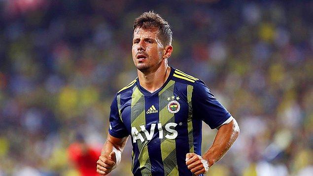 Fenerbahçe formasıyla 39 yaşında futbola veda eden Emre Belözoğlu, yaklaşık 25 sene süren kariyerinde önemli başarılara imza attı.