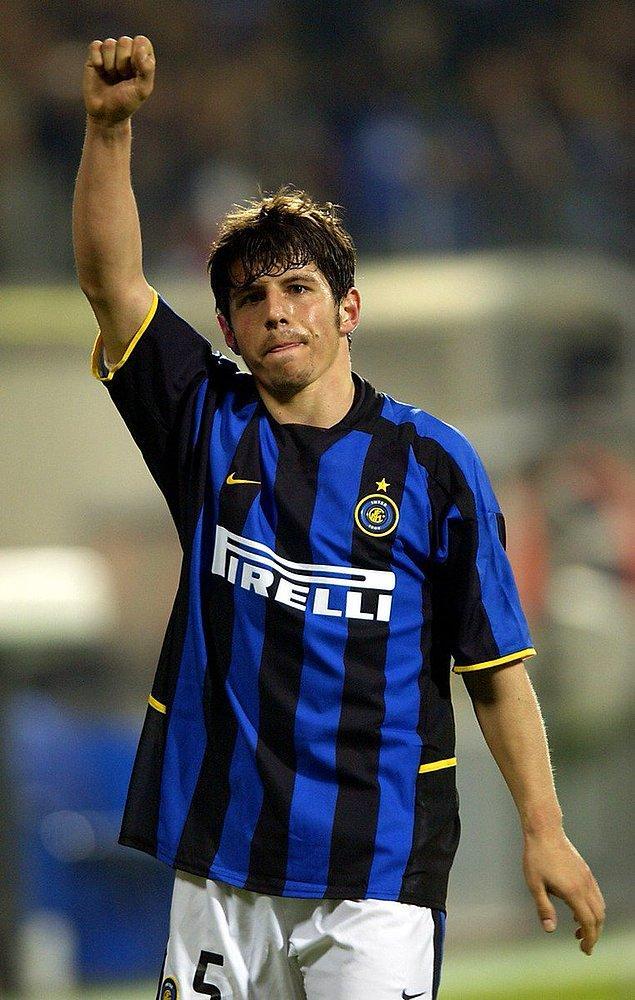 Bu başarılardan sonra Avrupa'nın önemli ekiplerinin transfer listesine giren Emre, tercihini Inter'den yana kullandı.