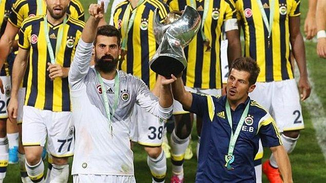 Fenerbahçe ile 2008-2009 sezonunda buluşan Emre, burada 2'şer Süper Lig, Türkiye Kupası ve Süper Kupa'nın sahibi oldu.