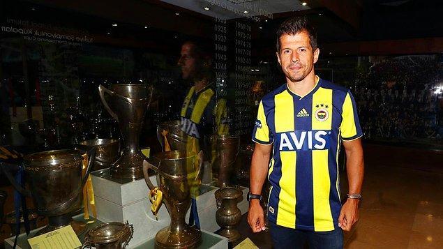 Emre, 2019-2020 sezonunu gönül verdiği Fenerbahçe'de tamamlayarak futbol kariyerine nokta koydu.