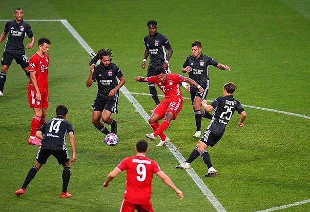 Maça Lyon hızlı başlayıp golleri kaçırsa da ilk gol 18. dakikada Gnabry ile Bayern Münih'ten geldi.