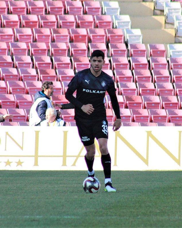 Aynı yıl TFF 3. Lig temsilcisi Karacabey Belediyespor'a kiralanan genç futbolcu ilk profesyonel karşılaşmasına bu takımda 8 Eylül 2018'de Muğlaspor karşısında çıktı.