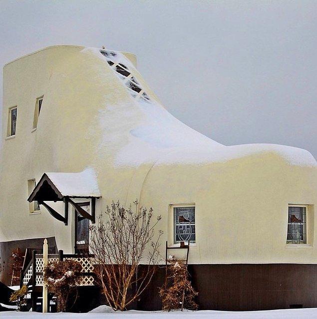 6. Büyük bir pabuç şeklinde inşa edilen bu ev: