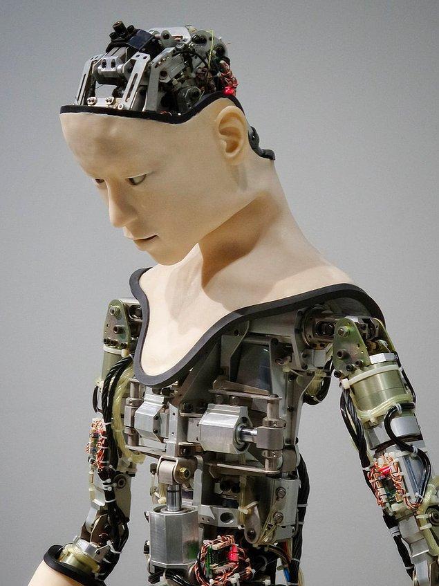 Bilim insanlarının insan beyni ile yapay zekayı birleştirebilecek bir materyal bulmasıyla birlikte siborglarla (insan ve robot karışımı sibernetik organizma) dolu bir gelecekle karşı karşıya kalabiliriz.