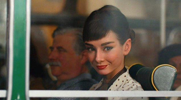 35. Parfümüyle tüm otobüsün havasını değiştiren güzel kız.