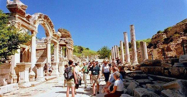 9. Turist Rehberi