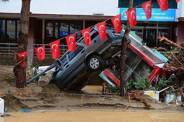 Sel sonucu 3'ü Dereli'de, 4'ü Doğankent'te, 10'u Yağlıdere'de olmak üzere 17 bina yıkıldı, bu üç ilçede toplamda 361 bina hasar gördü.
