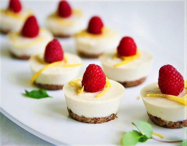 8. Limonlu ve frambuazlı mini cheesecake