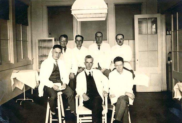 5. 1918'de yaşanan İspanyol Gribi sırasında Boston'da 62 mahkuma hastalığın bulaşması ardından hayatta kalırlarsa serbest bırakılma sözü verildi. Bilinçli şekilde mikroba maruz bırakılan mahkumların hepsi hayatta kalırken koğuş doktoru öldü.