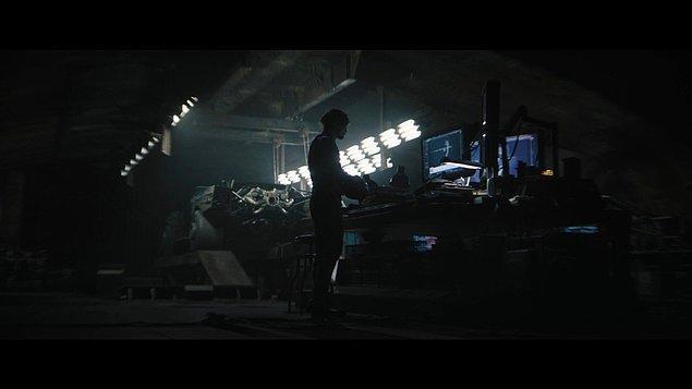 Bunlara ek olarak Zoë Kravitz'in canlandırdığı Catwoman ve Jeffrey Wright'ın canlandırdığı Komiser James Gordon fragmanda ön plana çıkan isimlerden.