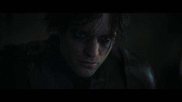 Filmde Bruce Wayne'in Batman olarak ikinci yılına odaklanıldığını ve henüz yeni bir kahraman olduğu için Gotham halkının henüz onu 'kahraman' olarak görmediğini hatta ondan korktuklarını biliyoruz.