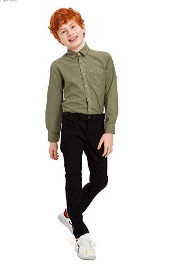 14. Slim Fit jean pantolonla yakışıklılığına yakışıklılık katabilir.