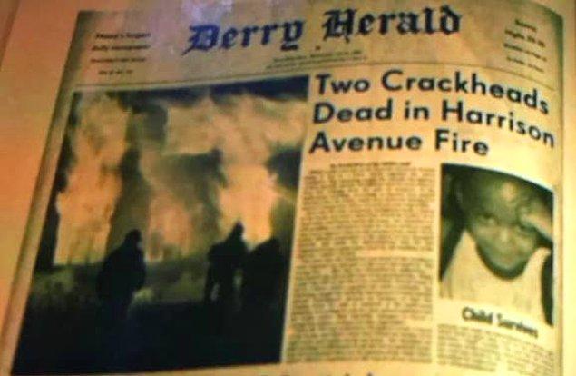 1. 'IT 2' filminde Michael'ın ailesini kaybettiği yangınla ilgili incelediği gazete kupüründe yangının 'IT' kelimesi şeklinde çıkmış olması.