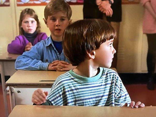 8. 'The Santa Clause' filminin içindeki bazı sahnelerde gizli elfler vardır.😅